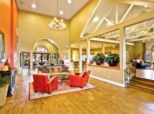 Hunt club Apartments lobby