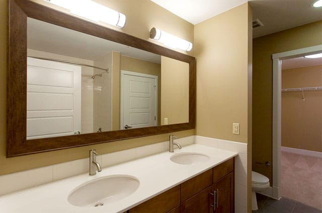 Riverview Apts bathroom